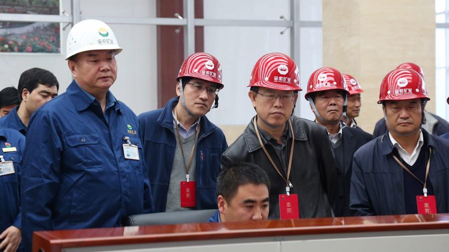 国家安全监管总局监管一司司长裴文田(右三)来公司检查指导工作2.jpg